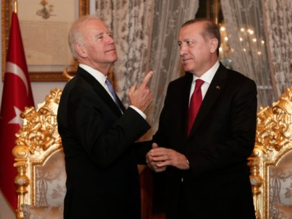 US Vice President Joe Biden (L) gestures next to Turkish President Recep Tayyip Erdogan after a meeting at Yildiz Mabeyn Palace on January 23, 2016 in Istanbul. / AFP / POOL / SEDAT SUNA (Photo credit should read SEDAT SUNA/AFP via Getty Images)