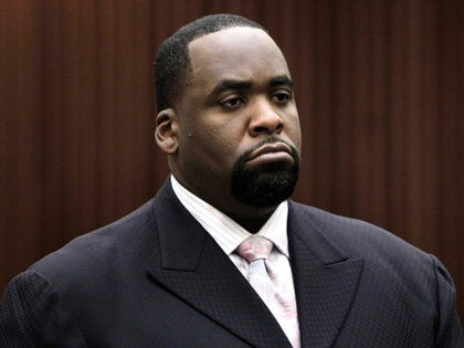 FILE - In this May 25, 2010 file photo, former Detroit Mayor Kwame Kilpatrick listens to Judge David Groner sentence him to one-and-a-half to five years in prison for violating the terms of his probation on an obstruction of justice conviction. The memoirs of Kilpatrick are expected to go on …