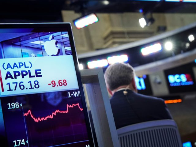 NEW YORK, NEW YORK - NOVEMBER 20: Stock numbers for Apple are displayed on a monitor on the floor of the New York Stock Exchange (NYSE), on November 20, 2018 in New York City. Markets dipped sharply again on Tuesday, with the Dow Jones Industrial Average closing over 500 points …