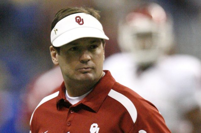 Tippett and Stoops elected to College Football Hall of Fame