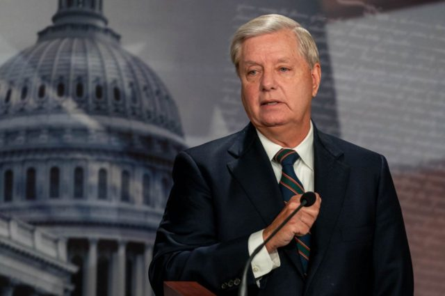 Lindsey Graham calls on Senate to dismiss Trump impeachment article