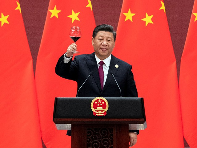 BEIJING, CHINA - APRIL 26: Chinese President Xi Jinping proposes a toast during the welcome banquet for leaders attending the Belt and Road Forum at the Great Hall of the People on April 26, 2019 in Beijing, China. (Photo by Nicolas Asfouri - Pool/Getty Images)