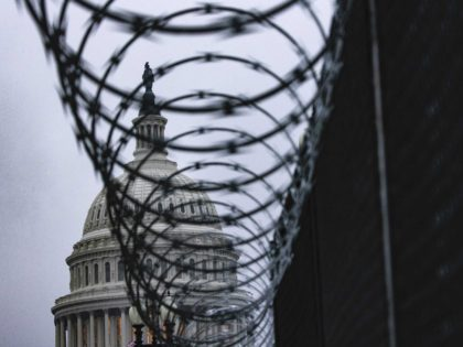Capitol barbed wire (Samuel Corum / Getty)