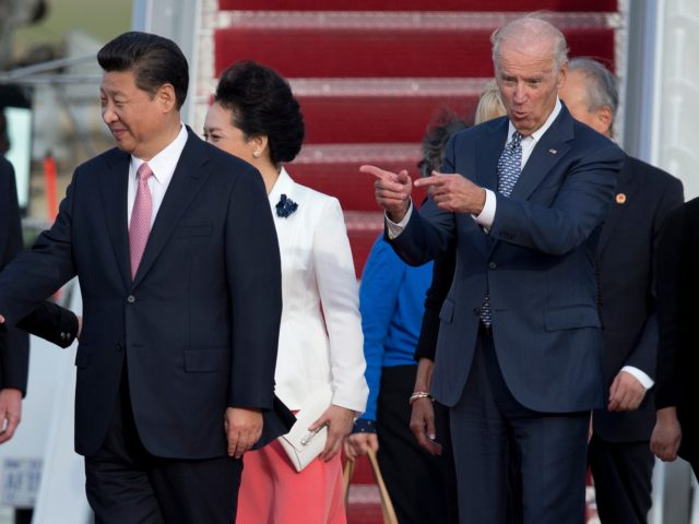 Vice President Joe Biden gestures toward Chinese President Xi Jinping and his wife Peng Liyuan during an arrival ceremony in Andrews Air Force Base, Md., Thursday, Sept. 24, 2015. Chinese President Xi Jinping and his wife Peng Liyuan are traveling to Washington for a State Visit. (AP Photo/Carolyn Kaster)