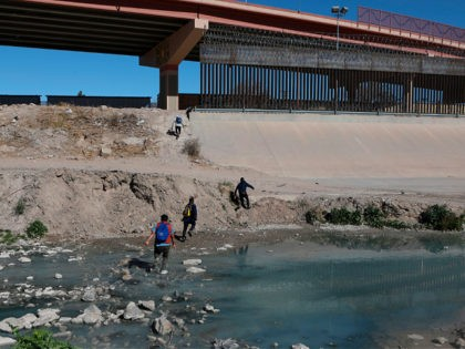 Migrants cross the Rio Bravo to get to El Paso, state of Texas, US, From Ciudad Juarez, Chihuahua state, Mexico on February 5, 2021. (Photo by Herika Martinez / AFP) (Photo by HERIKA MARTINEZ/AFP via Getty Images)