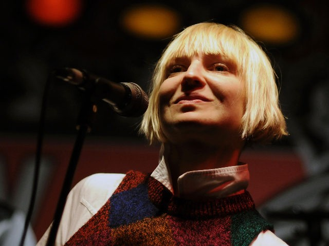 NEW YORK - JANUARY 09: Singer SIA performs onstage at Virgin Megastore Union Square on January 9, 2008 in New York City. (Photo by Bryan Bedder/Getty Images)