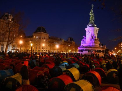 Nearly 500 Migrants and Activists Occupy Paris Square for Hours