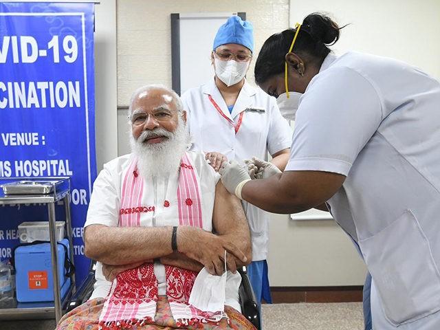 Narendra Modi receives the first dose of the coronavirus vaccine.