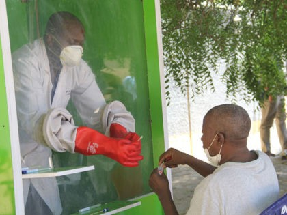 TOPSHOT - A patient who is suspected of suffering from COVID-19 coronavirus undergoes testing at the University of Maiduguri Teaching Hospital isolation centre on May 10, 2020. - Nigeria, Africa's most populous nation, has confirmed 3,912 infections and 117 deaths from the novel coronavirus. (Photo by Audu MARTE / AFP) …