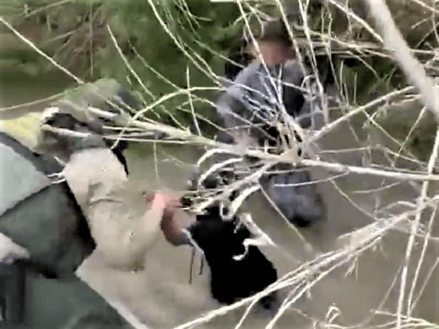Del Rio Sector Border Patrol agents rescue two small children abandoned in the Rio Grande. (Video Screenshot/U.S. Border Patrol)