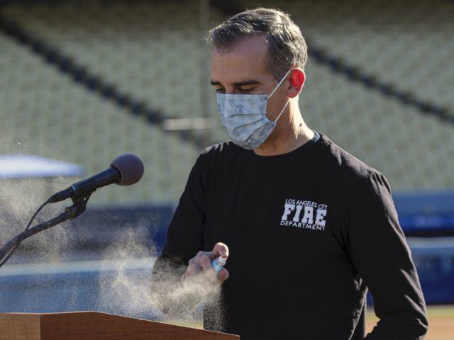 Eric Garcetti sanitizes (Irfan Khan / Pool / AFP via Getty)