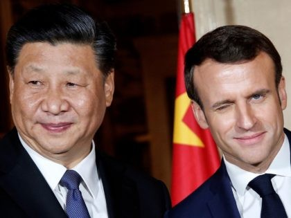 TOPSHOT - French President Emmanuel Macron (R) shakes hand with China's President Xi Jinping as they arrive at the Villa Kerylos before a dinner on March 24, 2019 in Beaulieu-sur-Mer, near Nice on the French riviera. (Photo by JEAN-PAUL PELISSIER / POOL / AFP) (Photo credit should read JEAN-PAUL PELISSIER/AFP …