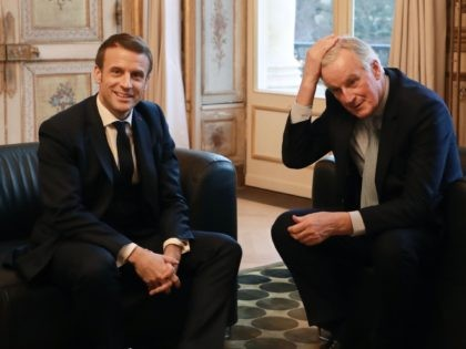 French president Emmanuel Macron (L) poses with European Commission Chief Negociator Michel Barnier prior to their meeting at the Elysee palace in Paris, on January 31, 2020, a few hours before Britain officially leaves the European Union. - Britain on January 31, 2020 will end almost half a century of …