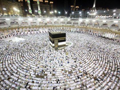 Saudi Arabia Bans People Not 'Immunized' Against Coronavirus from Mecca