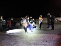 Exclusive Videos: 300 Migrants Cross Border into Texas