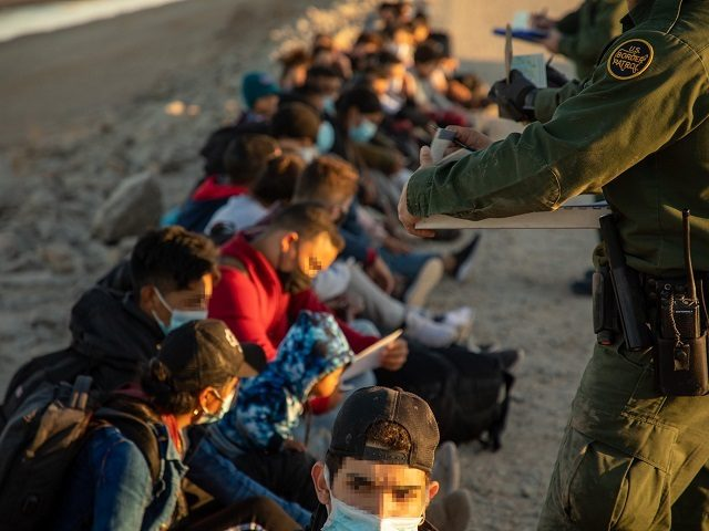 Yuma Sector agents apprehend large groups of migrants crossing unsecured border. (Photo: U.S. Border Patrol/Yuma Sector)
