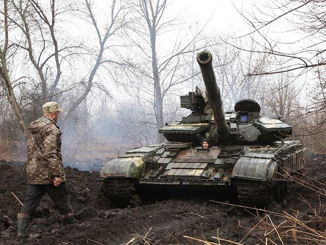 Ukrainian servicemen work on their tank close to the front line with Russian-backed separatists near Lysychansk, Lugansk region on April 7, 2021. - Ukrainian President Volodymyr Zelensky has urged NATO to speed up his country's membership into the alliance, saying it was the only way to end fighting with pro-Russia …