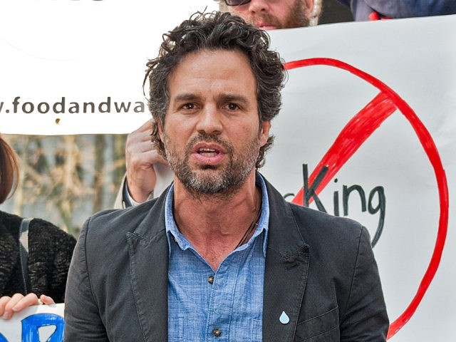 NEW YORK, NY - APRIL 25: Actor/director Mark Ruffalo (C) speaks at the Hydraulic Fracturing prevention press conference urging the protection of the drinking water source of 15 million Americans at Foley Square on April 25, 2011 in New York City. (Photo by D Dipasupil/Getty Images)