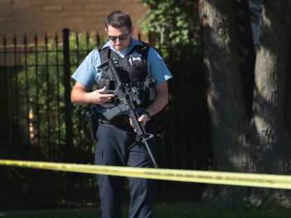 A police officer carries an AR-15 in Chicago in 2017. (Scott Olson/Getty Images)