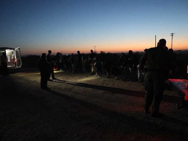Large Migrant Groups, Unaccompanied Minors Apprehended in Arizona Desert near Border