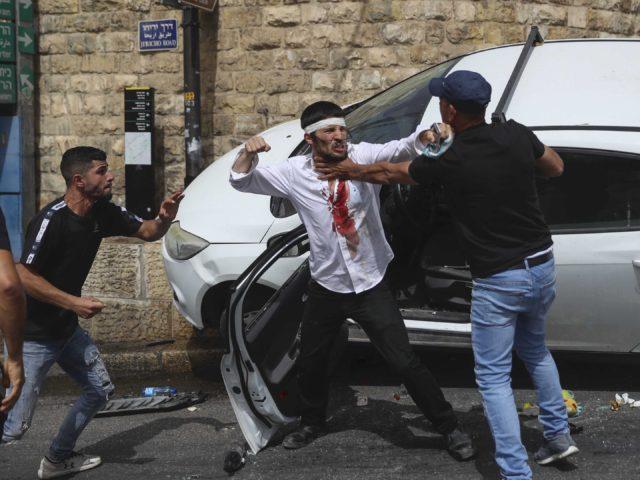 Attempted lynching in Jerusalem (Ohad Zwigenberg / Associated Press)