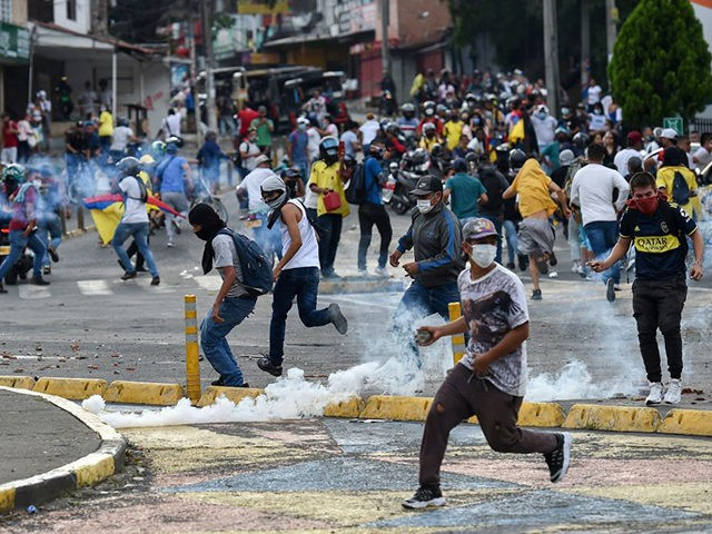 Colombia: Cali Mayor Booed Out of Attempted Talks with Leftist Rioters