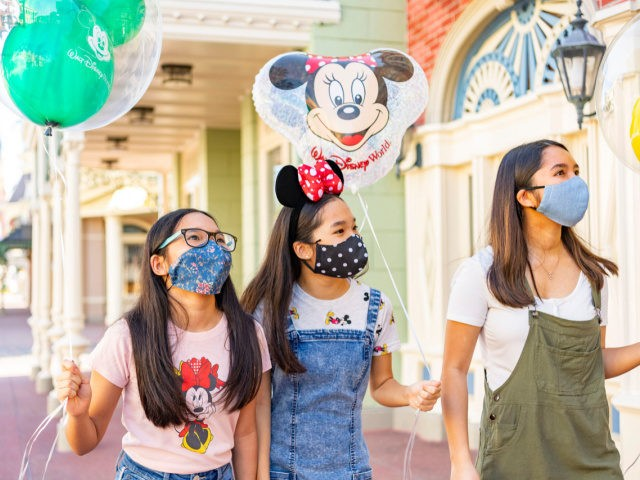 Disney World, Universal Orlando Among Theme Parks Changing Mask Rules