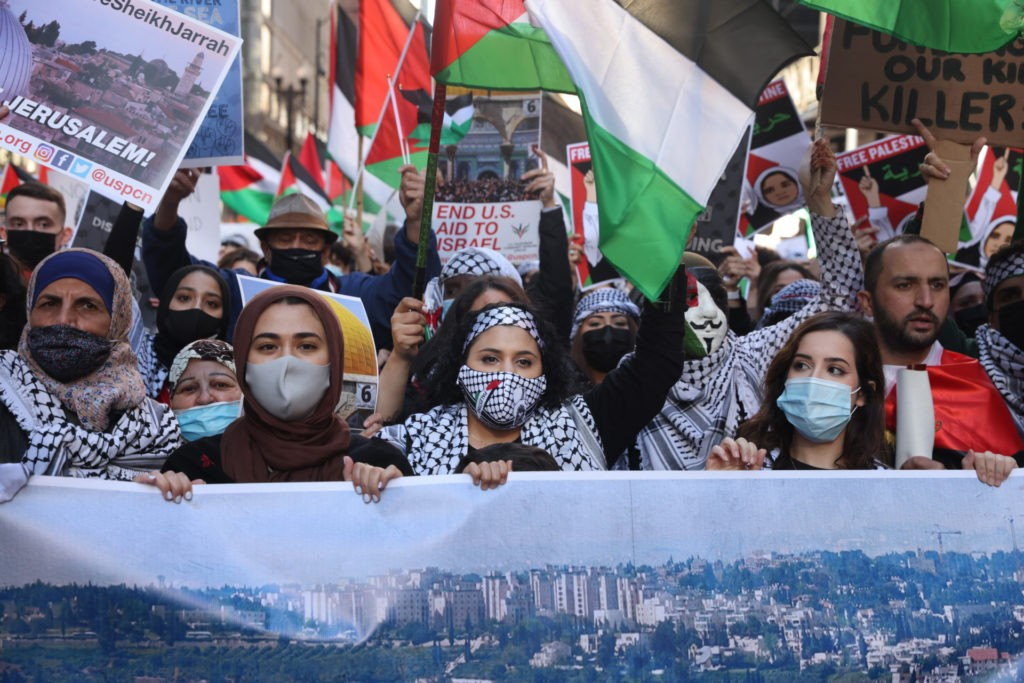 Thousands of people march through downtown to the Israeli consulate to protest Israeli airstrikes in the Gaza Strip on May 12, 2021 in Chicago, Illinois. (Scott Olson/Getty Images)