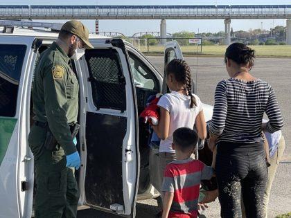 Border Patrol agents apprehend migrant children near the border in Texas. (File Photo: Randy Clark/Breitbart Texas)