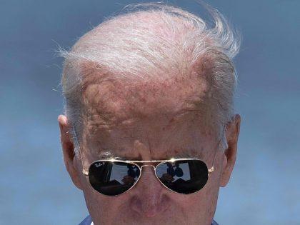 Joe Biden aviators (Brendan Smialowksi / AFP / Getty)