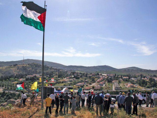 Lebanon protesters (Ali Dia / AFP / Getty)