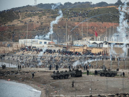 PICS: Estimate of Migrants Involved In Major EU Border Breach Rises to 6,000