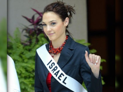 QUITO, ECUADOR: Miss Israel Gal Gadot waves to photographers 13 May 2004 in Quito. The Miss Universe 2004 contest will take place 01 June 2004. AFP PHOTO/Martin BERNETTI (Photo credit should read MARTIN BERNETTI/AFP via Getty Images)