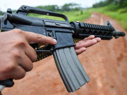 Dissident guerrilla leader who goes by the name Aldemar, member of the First Front of the Revolutionary Armed Forces of Colombia (FARC), displays his assault rifle as he patrols the jungle along the Inirida River in Guaviare Department, Colombia, on September 26, 2017. Aldemar is one of several dissident guerrilla …