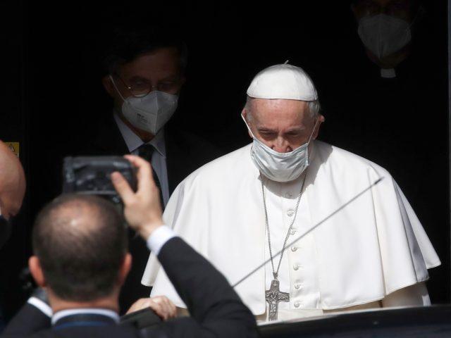 [Image: pope-emerges-640x480.jpg]