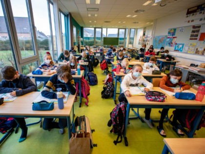 Illustration picture shows children wearing a mouth mask in class, at primary school De Valke in Lichtervelde, Thursday 18 March 2021. As the number of Covid-19 contaminations rises again, especially with children and teachers in schools, the Flemish government and school networks have decided to impose an obligation to wear …