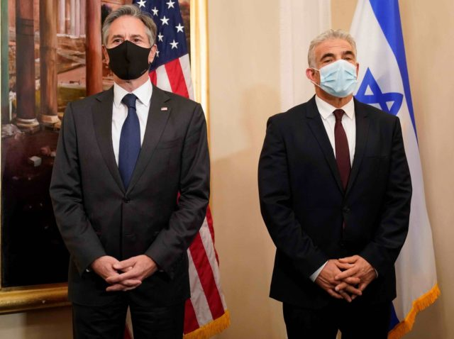 Anthony Blinken and Yair Lapid (Andrew Harnik / Pool / AFP / Getty)
