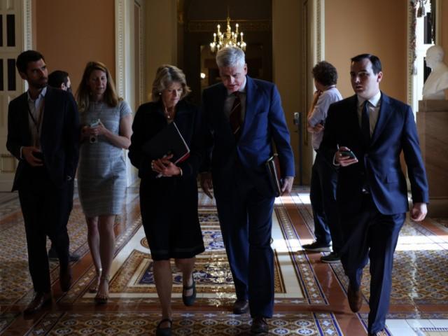 Bipartisan Senators Strike Tentative Infrastructure Deal