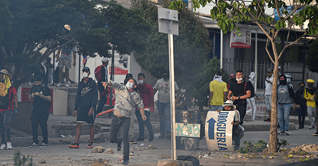 Civilians with Machetes Take on Leftist Rioters in Colombia