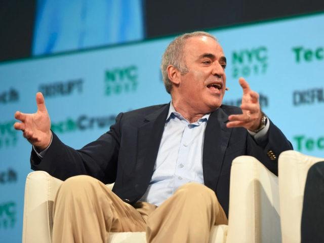 Garry Kasparov/Noam Galai / Stringer