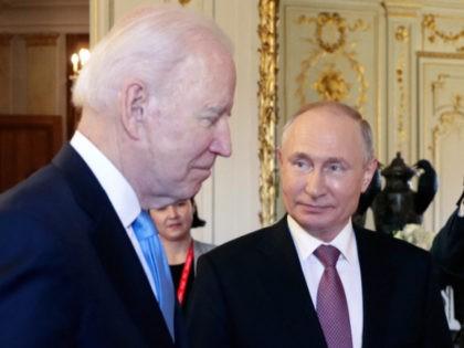 US President Joe Biden (L) meets with Russian President Vladimir Putin (R) at the 'Villa la Grange' in Geneva on June 16, 2021. (Photo by Mikhail METZEL / SPUTNIK / AFP) (Photo by MIKHAIL METZEL/SPUTNIK/AFP via Getty Images)