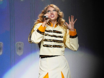 Taylor Swift performs during a concert, Thursday, Aug. 27, 2009 at Madison Square Garden in New York.(AP Photo/Stephen Chernin)