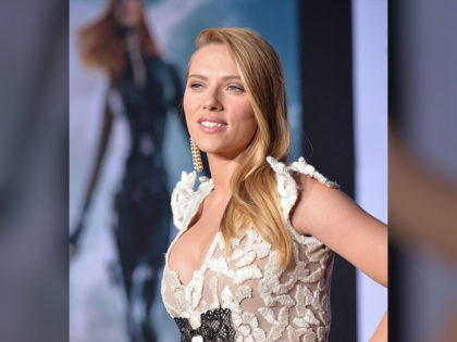 """HOLLYWOOD, CA - MARCH 13: Actress Scarlett Johansson attends Marvel's """"Captain America: The Winter Soldier"""" premiere at the El Capitan Theatre on March 13, 2014 in Hollywood, California. (Photo by Alberto E. Rodriguez/Getty Images for Disney)"""