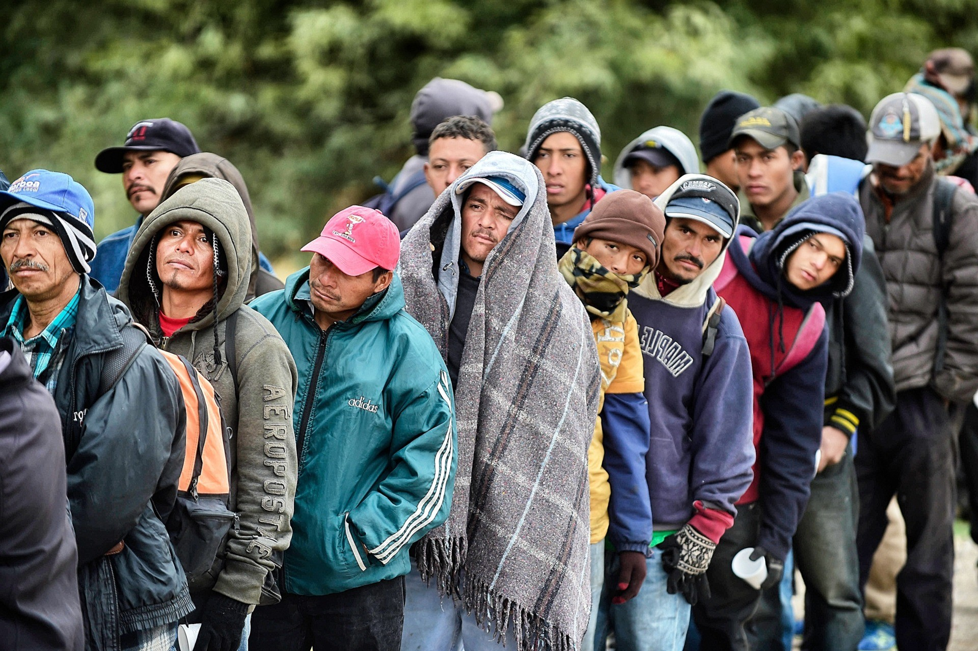 TOPSHOT - Migrants wait to receive food donated by people from the Community Center for Migrant Assistance in the community of Caborca in Sonora state, Mexico, on January 13, 2017. Hundreds of Central American and Mexican migrants attempt to cross the US border daily. / AFP PHOTO / ALFREDO ESTRELLA (Photo credit should read ALFREDO ESTRELLA/AFP via Getty Images)