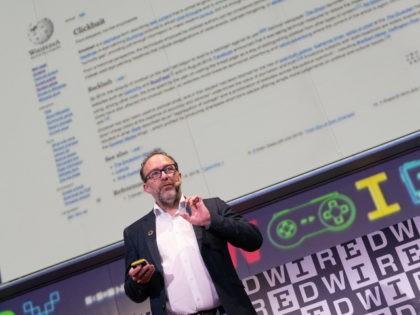 Jimmy Wales presents on WIkipedia