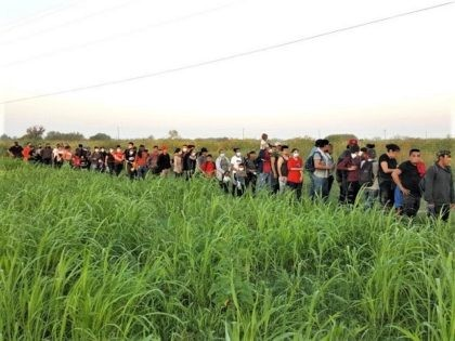 Large Migrant Groups Apprehensions, Vehicle Pursuits Continue in Texas near Border