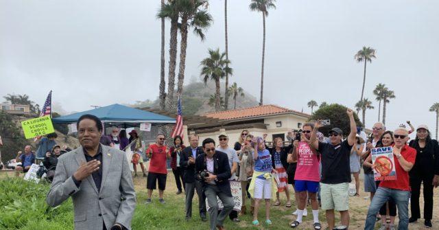 Larry Elder Rallies Beach Crowd in L.A. to Recall Gov. Gavin Newsom