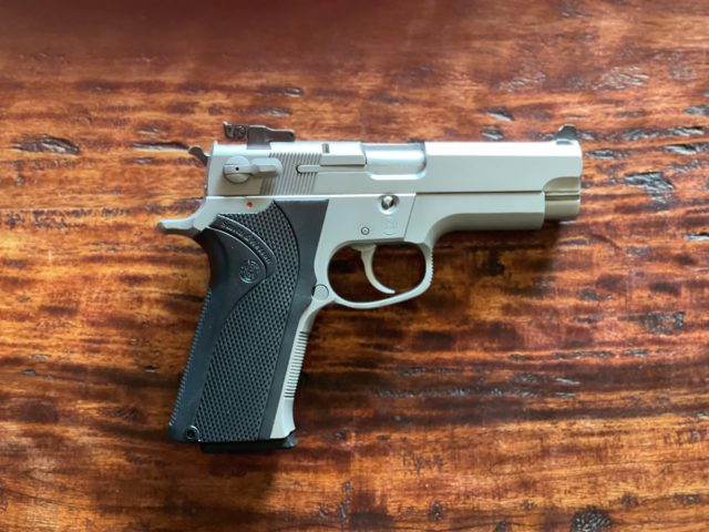 The Smith & Wesson 4006 .40 caliber pistol was introduced in 1990 and was popular with numerous police departments as the move from revolvers to semiautomatic handguns continued in earnest.