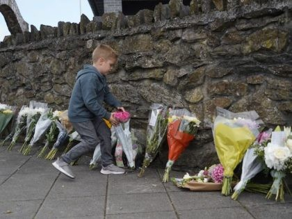 Floral tributes are placed on a pavement near the scene of a shooting incident in Plymouth, southwest England, on August 13, 2021. - British police said August 13 they were investigating the background of a troubled loner who obtained a firearms licence and shot dead five people including a three-year-old …
