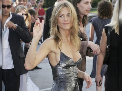 'Friends' Star Jennifer Aniston Says She Cut Ties with 'a Few People' over Vaccination Status